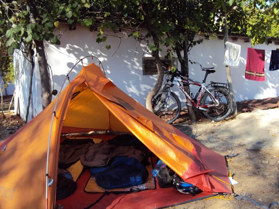 Zelt Auf Campingplatz Mieten : Zelt auf dem campingplatz am schwarzen meer europe by bike